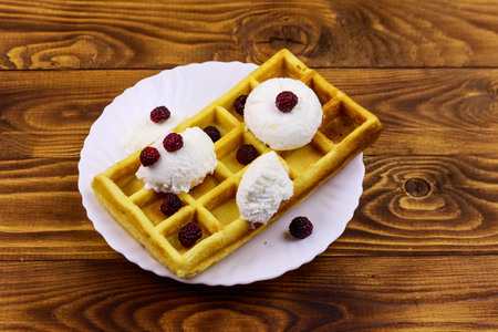 Belgian waffle with ice cream and blackberries on wooden table Banque d'images - 124773002