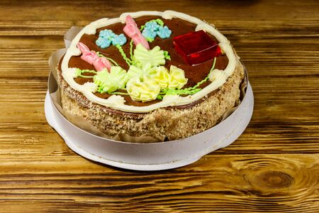 Kiev cake with cream, nuts and meringue in cardboard box on wooden table 写真素材 - 131918085