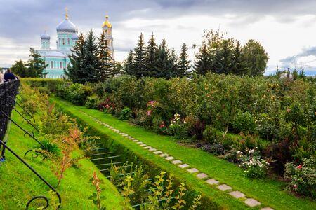Holy Groove (Kanavka) in Holy Trinity-Saint Seraphim-Diveyevo Monastery in Diveyevo, Russia 版權商用圖片
