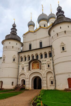 Gate Church of the Resurrection of Christ in Rostov kremlin, Russia. Golden ring of Russia Banco de Imagens - 134842372