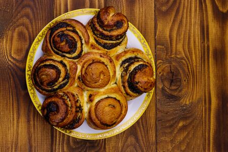 Sweet bun with poppy seeds on wooden table. Top view Banco de Imagens