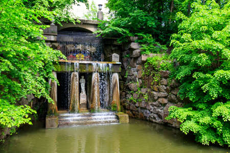 Thetis grotto with Venus de 'Medici statue in Sofiyivka park in Uman, Ukraine 免版税图像