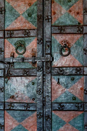 Close-up of the old iron door Banque d'images