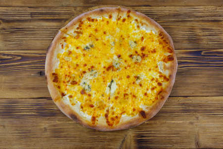 Pizza Four cheese on a wooden background. Top view Banque d'images