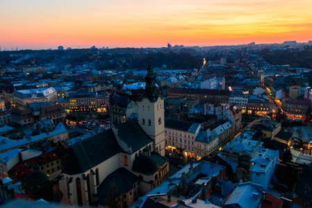 Aerial view of Latin cathedral and Rynok square in Lviv, Ukraine at sunset. View from Lviv town hall 免版税图像