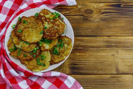 Potato pancakes on a wooden table. Top view 免版税图像