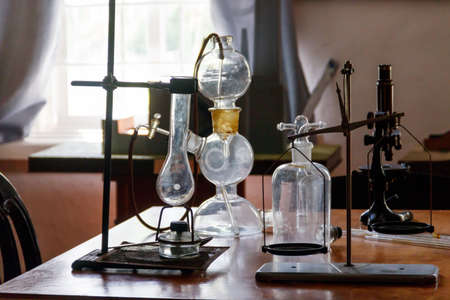 Flasks and chemical equipment in old laboratory 免版税图像