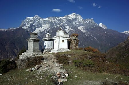 Buddhist stupas in Himalaya mountains with view of Kongde mount, Sagarmatha national park, Khumbu valley, Nepal Banco de Imagens - 127345345