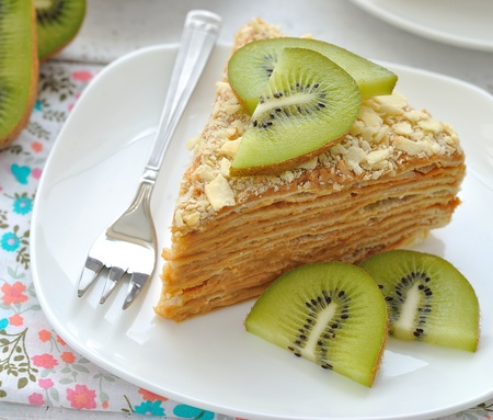 napoleon dessert: Layered cake with slices of kiwi fruit