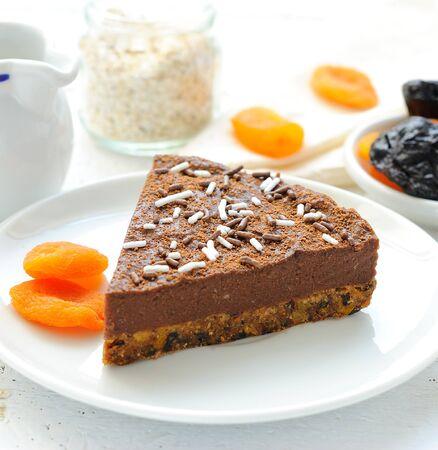 Vegan crude chocolate pie