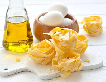 Egg noodles, eggs and olive oil