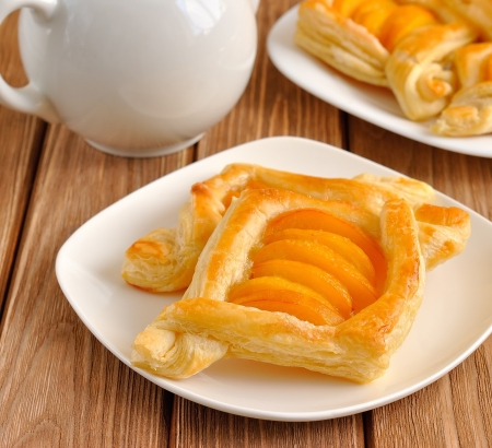 Puff pastry tarts with apricots