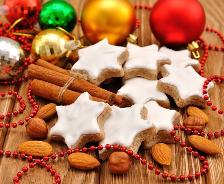 almond biscuit: Christmas star cookies with cinnamon