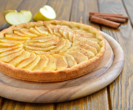 Tart with apples and cinnamon Stock Photo - 16297042