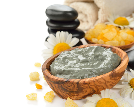 Cosmetische groene klei op een witte achtergrond Stockfoto