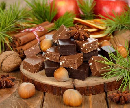 noel chocolat: No�l fondant au chocolat sur fond brun