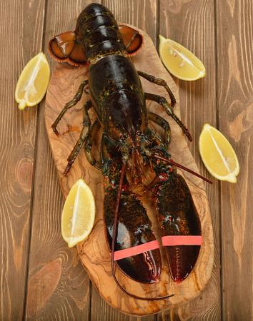 raw lobster: Langosta cruda en el fondo marr�n Foto de archivo