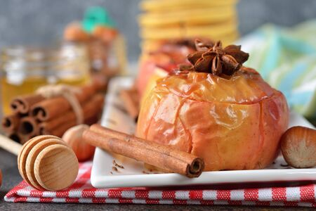 pectin: Baked apples with spices on a brown background