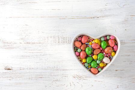 Pasen-snoepjes op een witte achtergrond Stockfoto