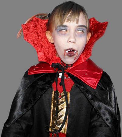ni�os actuando: Imagen de una chica que se viste como un vampiro exentos persona