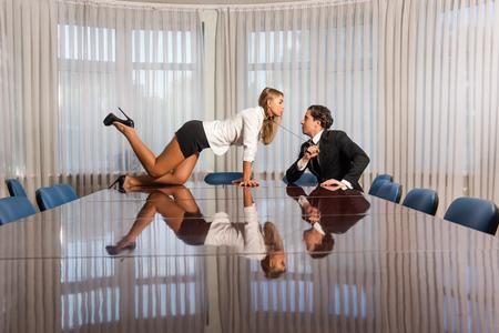 Harcèlement au bureau avec col