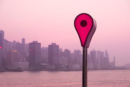 Karte Pin auf Sonnenuntergang Standort Standort in Hongkong getönten Foto Standard-Bild - 91780117
