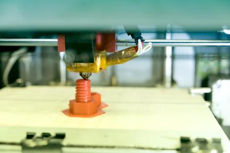 3D-Drucker schafft ein plastisches Modell der Zukunft der Produktion Standard-Bild - 92246942