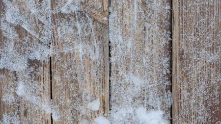 Schnee auf dem Planken Hintergrund Standard-Bild - 93530064
