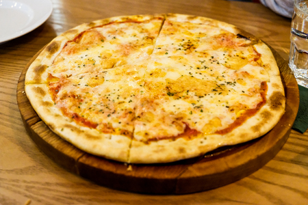 Pizza on the table in a modern caf closeup photo Standard-Bild - 101432055