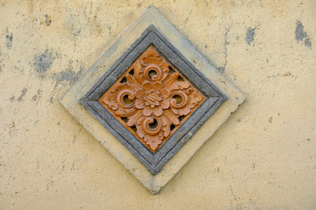 Decorative details of the wall of the old buildings of the Indonesian island of Bali Standard-Bild - 108230316