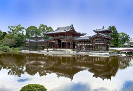 Temple bouddhiste japonais Byodoin à Uji près de Kyoto village Éditoriale