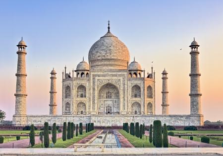 agra: Taj Mahal with Lady Diana bench at sunrise