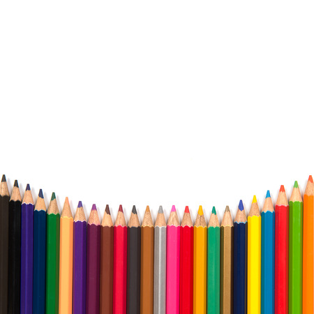 白い背景の上に色鉛筆