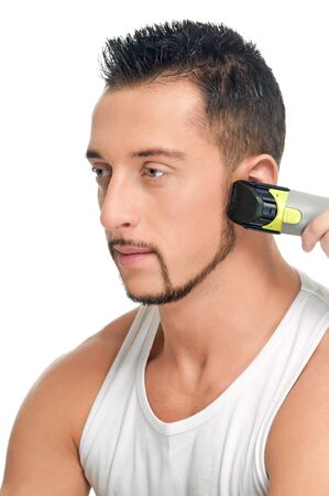 coupe de cheveux homme: Gros portrait de jeune homme beau avec parfaite de la peau et des cheveux. Couper les poils.