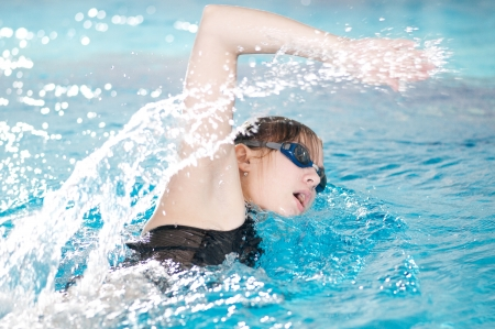 nadador: Swimmer breathing performing the crawl stroke