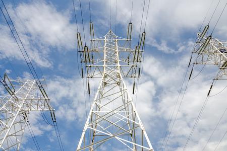 Hochspannungs-Leitungen Standard-Bild