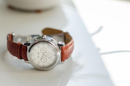 茶色の革ストラップ新郎アクセサリー新郎と時計の結婚式 写真素材