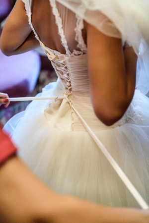 tightening: bridesmaid dress lace back, tightening the corset Stock Photo