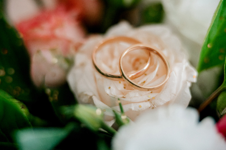 wedding rings with a wedding decor