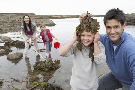 6 7 year old: Family with seaweed Stock Photo