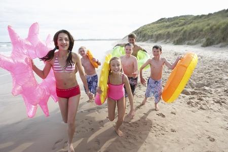 Adolescents sur la plage