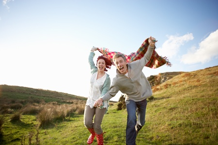 enjoy space: Couple in countryside
