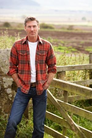 El hombre en el campo Foto de archivo - 11246876