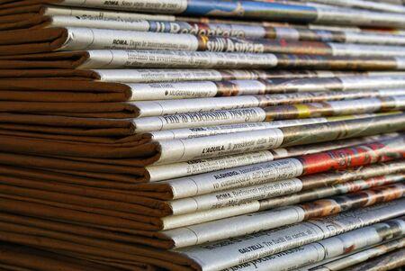 Zeitungen pile Lizenzfreie Bilder