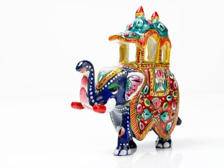 metal sculpture: An beautifully designed elephant with the chariot