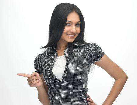 fille indienne: Expression de Teenage girl indian pointant quelque chose de