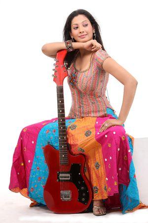 sexy girl sitting: sexy ragazza seduta con chitarra