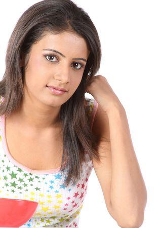 mujer sola: Chica de la Universidad adolescentes indios con su taz�n de desayuno