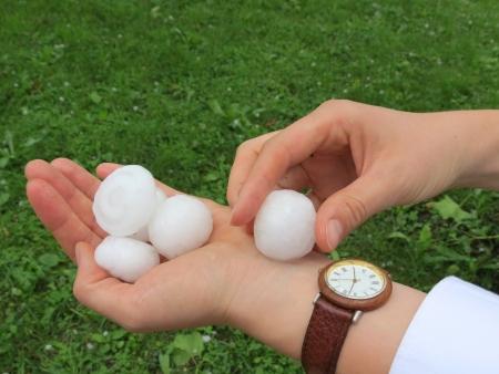 precipitacion: Dios te salve, despu�s de la tormenta en la mano Foto de archivo