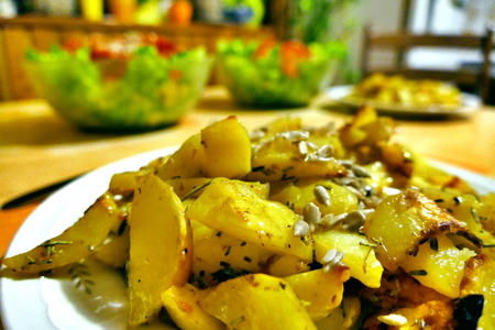 Fried potatoes on kitchen table